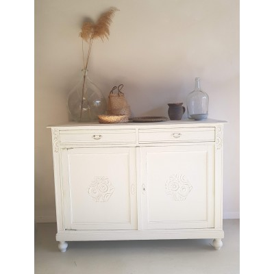 Buffet ancien blanc